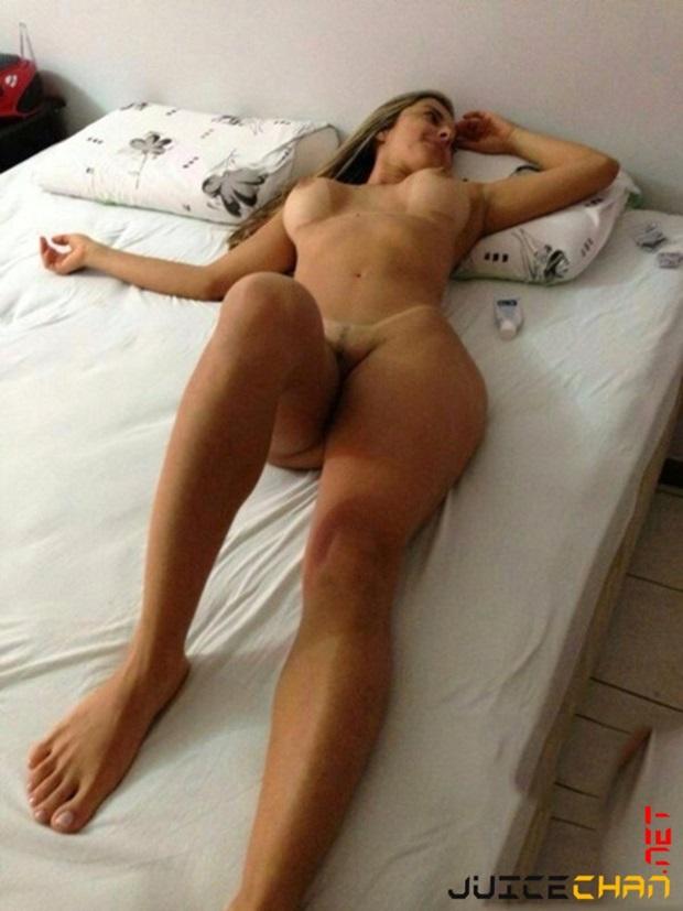 Esposa dando para o comedor no quarto do hotel marido filma
