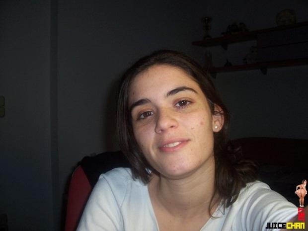 Moreninha Enfiando Cenoura Na Buceta