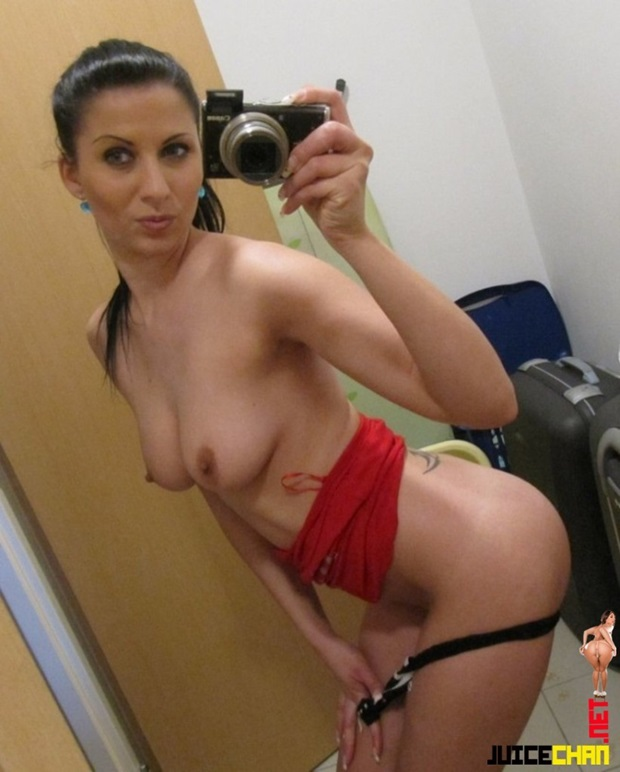 Morena Magrinha Tirando Selfies No Espelho