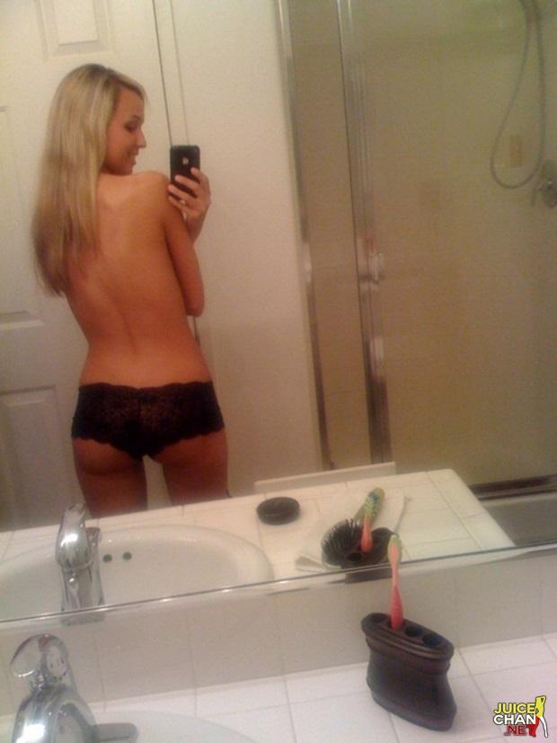 Loirinha Safada Tirando Selfies Pelada No Espelho