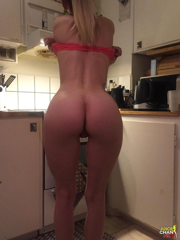 Namorada Magrinha Tirou a Roupa Na Cozinha e Mostrou o Rabão