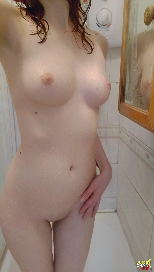 Ninfeta Magrinha Mostrando a Bucetinha Linda No Banho