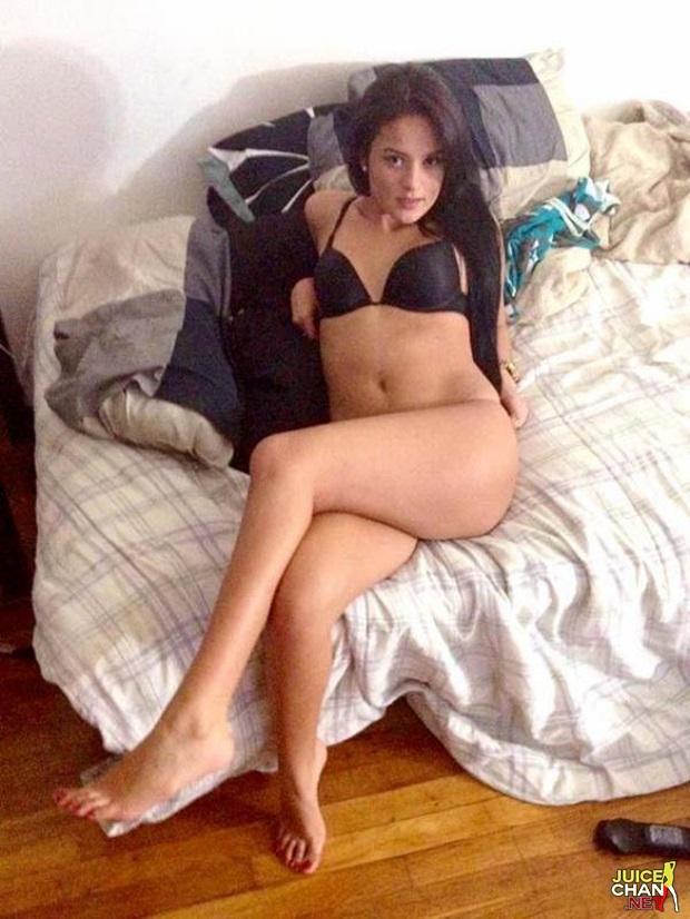 Morena Amadora Mostrando Sua Buceta Gostosa