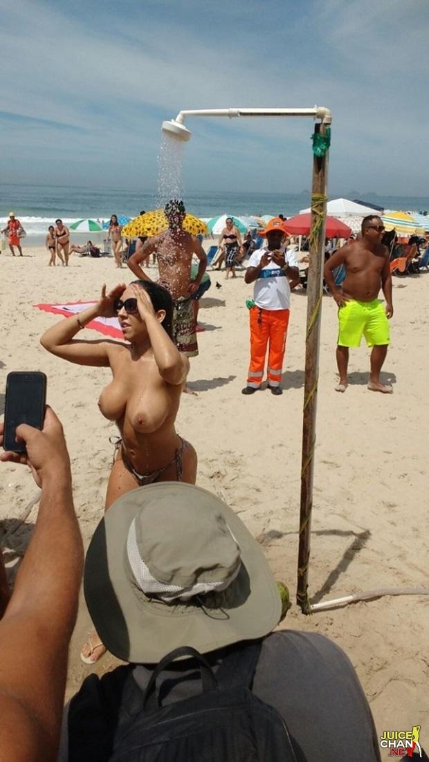 Mulher Melão Pelada Na Praia Em Copacabana