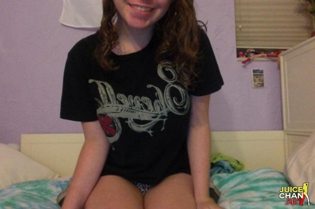 Novinha Pelada Em Show Na Webcam