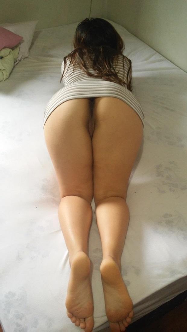 Esposa Amadora De Quatro Mostrando a Buceta Carnuda