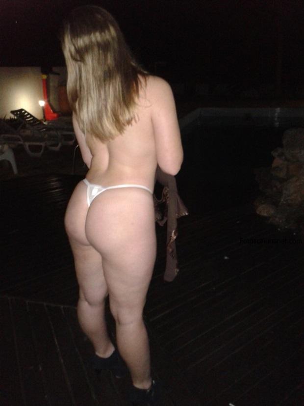 Corno libera a esposa com marquinha de bikini - 1 part 5