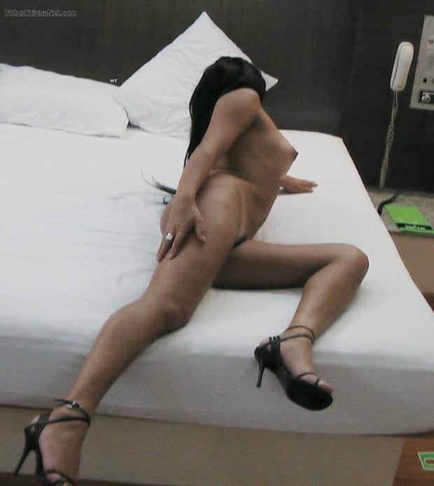 Morena Garota De Programa Pelada Exibindo Sua Buceta Greluda No Motel