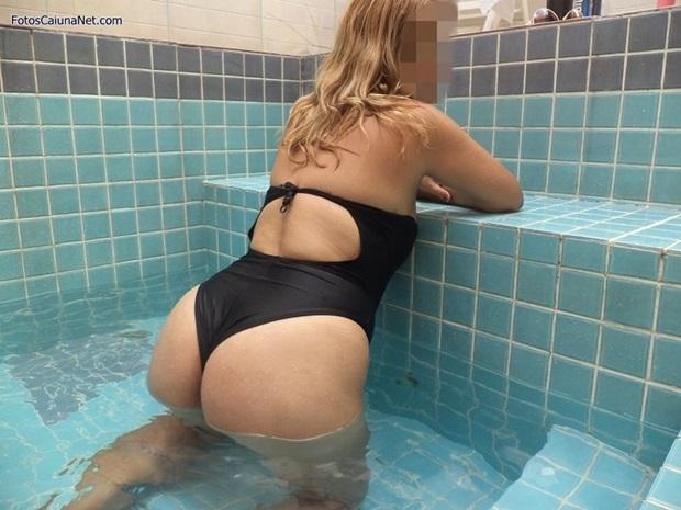Esposa Loira Amadora Exibindo Sua Bucetona