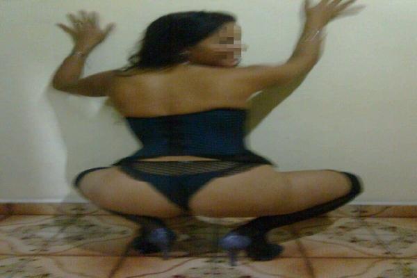 Esposa Carioca Tirando Fotos De Lingerie