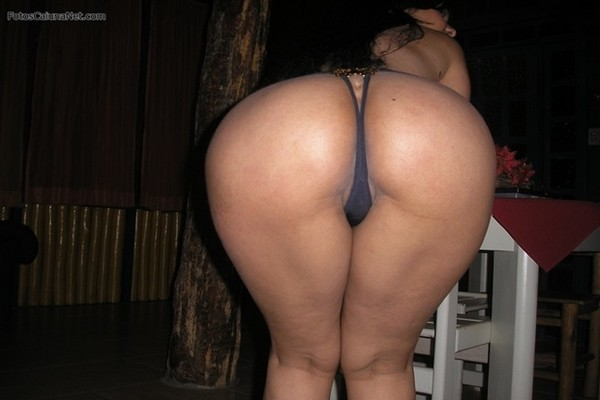 Morena Cavala Do Rabão Enorme e Bucetuda Em Fotos De Sexo