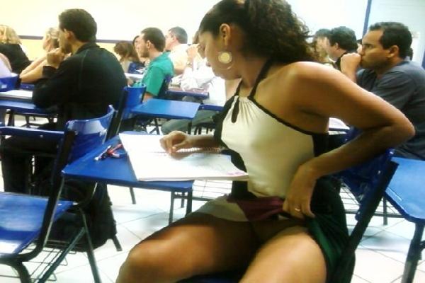 Caiu Na Net Fotos Da Gostosa Da Faculdade Mostrando o Rabão Na Sala