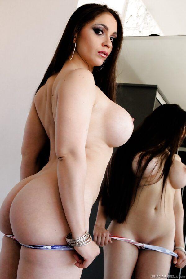 Novinha rabuda gostosa dos peitos grandes