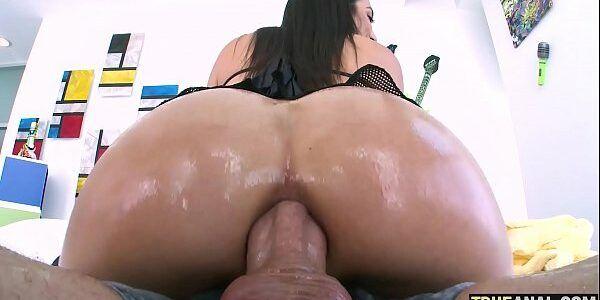 Morena cuzuda fazendo sexo anal
