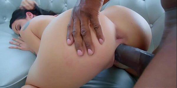 Sexo xxx negão arregaçando a buceta e o cu da gostosa